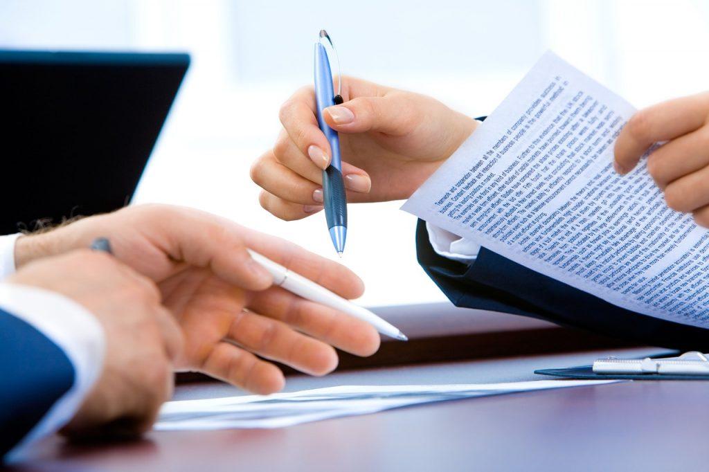 Abogados y economistas en Andorra, asesoramiento para empresas, entidades y corporaciones. Abogados Andorra. Abogado Andorra. Bufete de abogados en el Principat d'Andorra.   DESPACHO DE ABOGADOS en el Principat d'Andorra Abogados Andorra Si busca un despacho de abogados en Principat d'Andorra con prestigio y experiencia en los principales ámbitos del derecho, en la firma Abogados Andorra Abogados encontrará a su servicio un completo bufete jurídico multidisciplinar de primer nivel en las áreas de:  Responsabilidad civil y seguros: reclamaciones de seguros, defensor del asegurado, accidentes de tráfico, negligencias médicas profesionales, derecho bancarios, inmobiliaria y construcción. Matrimonial y familia: divorcios, trámites de separación, parejas de hecho, incapacitación judicial, violencia doméstica y de género, abogados matrimonialistas. Trabajo: abogados laboralistas, despidos, accidentes laborales e indemnizaciones, acoso en el trabajo y reclamaciones de cantidad. Seguridad Social (CASS): abogados de Seguridad Social (CASS), incapacidades, minusvalía y discapacidad. Los profesionales del derecho que conforman el bufete de abogados en Principat d'Andorra de Abogados Andorra Abogados se distinguen por contar con una sólida formación y especialización, así como por poseer una profunda trayectoria profesional en las citadas áreas del Derecho.  UN BUFETE DE ABOGADOS CON MUCHOS AÑOS DE EXPERIENCIA Desde el siglo pasado el principal objetivo de Abogados Andorra Abogados es ofrecer los mejores servicios jurídicos y asesoramiento legal a cada cliente. A lo largo de nuestros años de experiencia, la firma ha edificado su reputación en torno a la sólida base que otorga el estudio de cada caso y la vocación por adaptarse  a las nuevas necesidades sociales y tecnológicas.  Son numerosos los reconocimientos recibidos por la práctica profesional desarrollada por los abogados de Abogados Andorra en diferentes áreas del Derecho. La firma es miembro del Colegio de Abogados de P
